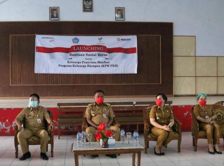 Wakil Walikota Syerly Adelin Sompotan (SAS) ikut mendampingi Gubernur Olly Dondokambey SE