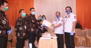 Paslon MJL-MDT saat mendaftar di KPU Bitung, Jumat (04/09/2020)