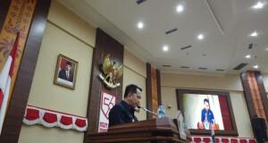 Pjs Gubernur Sulut Agus Fatoni saat menyampaikan Ranperda di Rapat Paripurna DPRD Sulut, Selasa (29/09/2020)