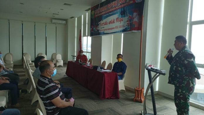 Ketua Harian KONI Sulawesi Utara Kolonel Inf Theo Kawatu, SIP saat membawakan sambutan di pembukaan Musda PBSI Sulut