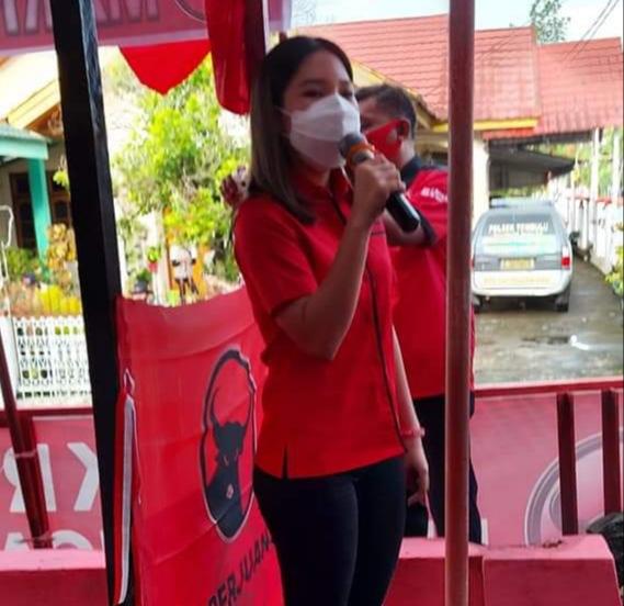 Sarah Malena Andrea Dondokambey, Bendahara PAC PDI Perjuangan Tombulu