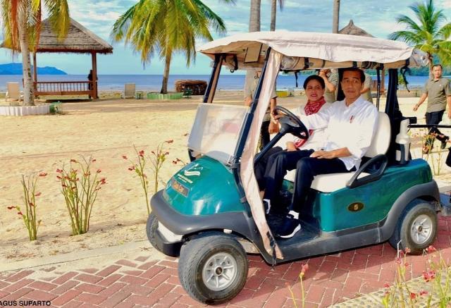 Presiden Joko Widodo bersama Ibu Negara saat berkunjung ke KEK Likupang lalu