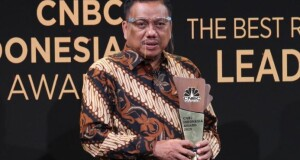 Gubernur Olly Dondokambey SE menerima Penghargaan penghargaan sebagai The Best Leader–The Innovative Leader in Agroindustry pada CNBC Indonesia Awards.