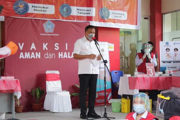 Gubernur Olly Dondokambey SE saat menyampaikan sambutan saat Pencanangan Vaksin, Jumat (15/01/2021)