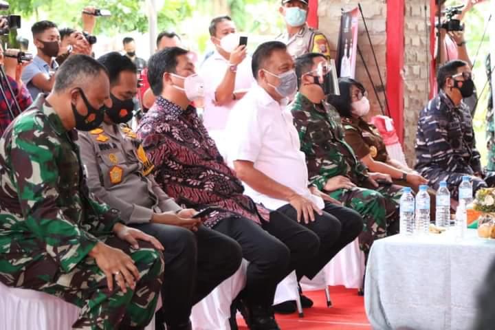 Gubernur Olly Dondokambey SE, Wakil Gubernur Drs Steven OE Kandouw dan jajaran Forkopimda Sulut saat menanti untuk divaksin