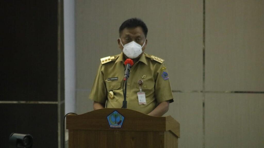 Gubernur Sulut Olly Dondokambey SE saat memberi arahan pada Apel Kerja Perdana Tahun 2021 Pemerintah Provinsi Sulawesi Utara, Senin (04/01/2021) pagi
