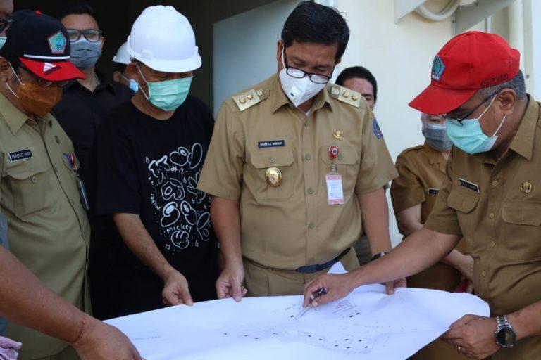 Wagub Drs Steven OE Kandouw saat melihat Masterplan RSJ Ratumbuysang, Selasa (19/01/2021)