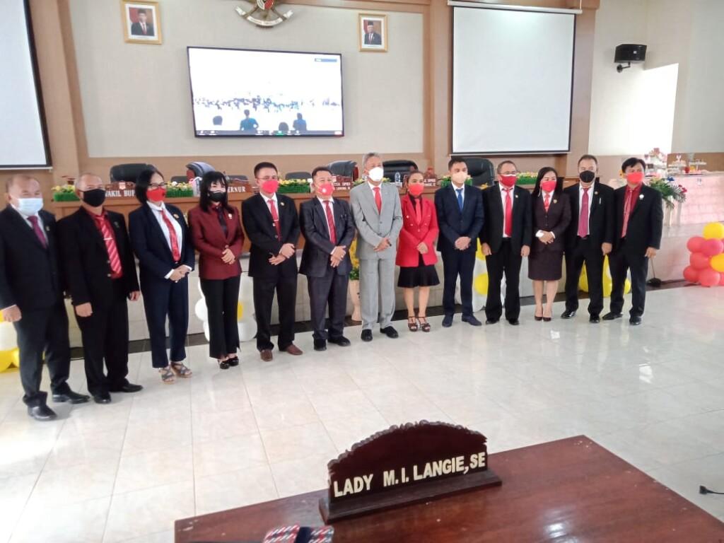 Foto bersama usai Rapat Paripurna DPRD Kabupaten Minahasa Selatan