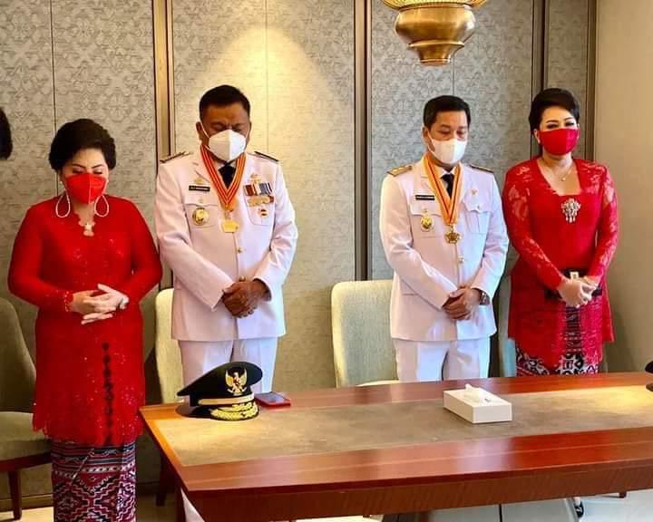 Berdoa sebelum mengikuti Acara Pelantikan Gubernur dan Wakil Gubernur Sulut