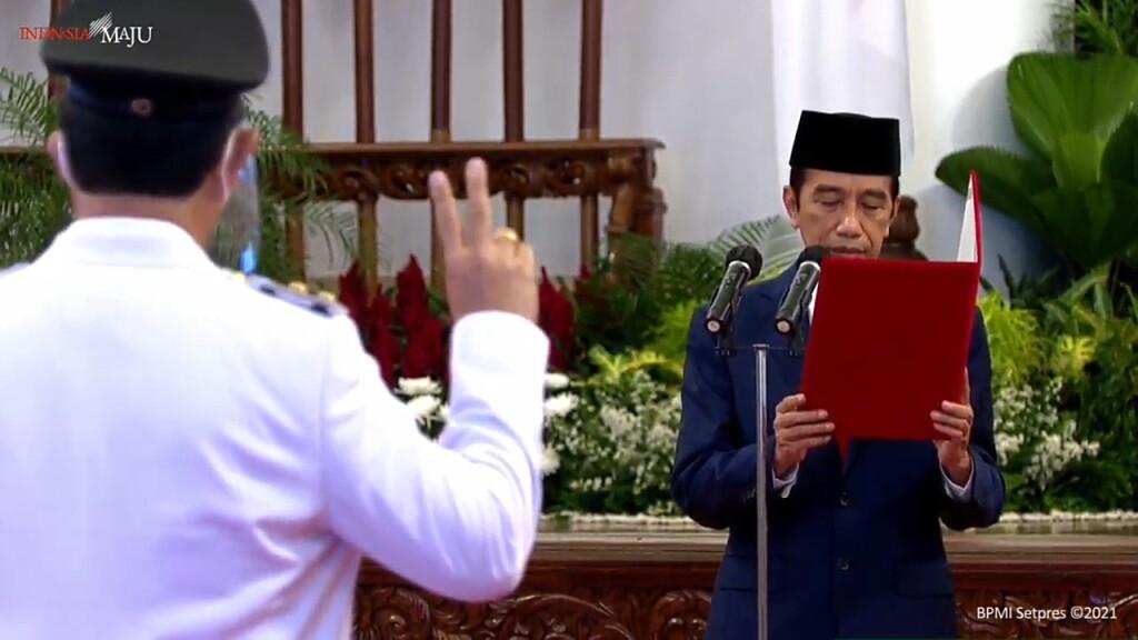 Presiden Jokowi membacakan Sumpah/Janji saat melantik Olly-Steven sebagai Gubernur dan Wakil Gubernur Sulut periode 2021-2024