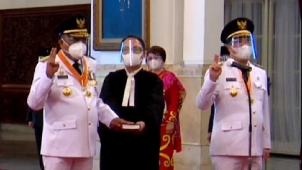 Olly Dondokambey SE dan Drs Steven OE Kandouw saat diambil sumpah sebagai Gubernur dan Wakil Gubernur Sulut oleh Presiden Joko Widodo, Senin (15/02/2021)