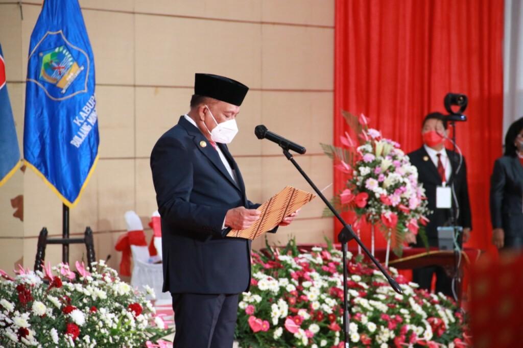 Gubernur Sulut Olly Dondokambey SE saat melantik Kepala Daerah hasil Pilkada Serentak 2020.