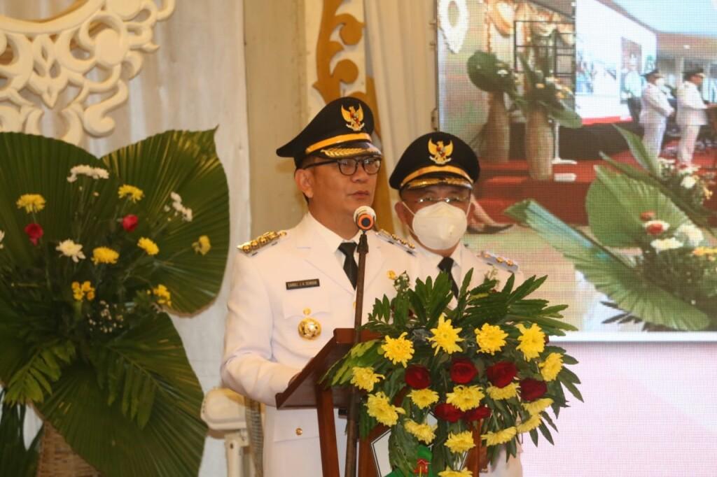 Walikota Caroll JA Senduk dan Wakil Walikota Wenny Lumentut saat menyampaikan Pidato Perdana di Rapat Paripurna DPRD Kota Tomohon.