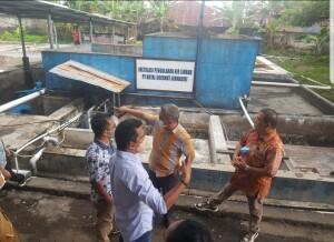 Komisi 2 DPRD Minut saat melakukan kunjungan di IPAL PT. Royal Coconut, selasa (9/02/21).