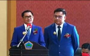 Bupati Joune Ganda bersama wakil Bupati Kevin Wiliam Lotulung memberikan sambutan pada acara Sertijab, Jumat (26/02) malam di Sutan Raja Hotel Maumbi.