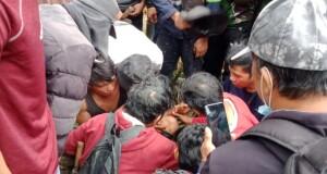 Upaya evakuasi koridor korban tertimbun longsor di lubang tambangan, Jumat (05/03/2021) pagi.