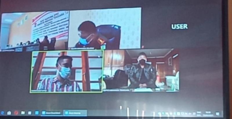 Bupati James Sumendap SH mengikuti Rapat Paripurna DPRD Mitra secara virtual.