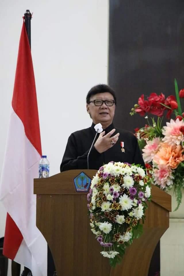 MenPAN-RB, Tjahjo Kumolo saat memberikan Arahan terkait Reformasi Birokrasi di tubuh jajaran Pemprov, TNI dan POLRI di Sulut.