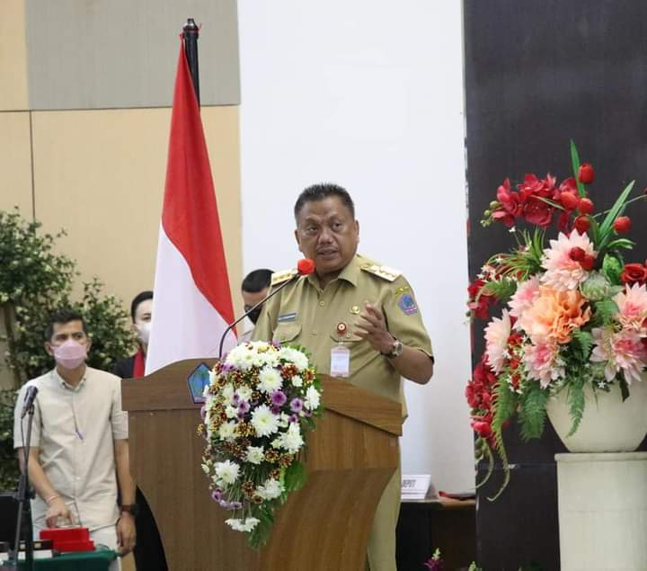 Gubernur Olly Dondokambey SE saat menyampaikan sambutan