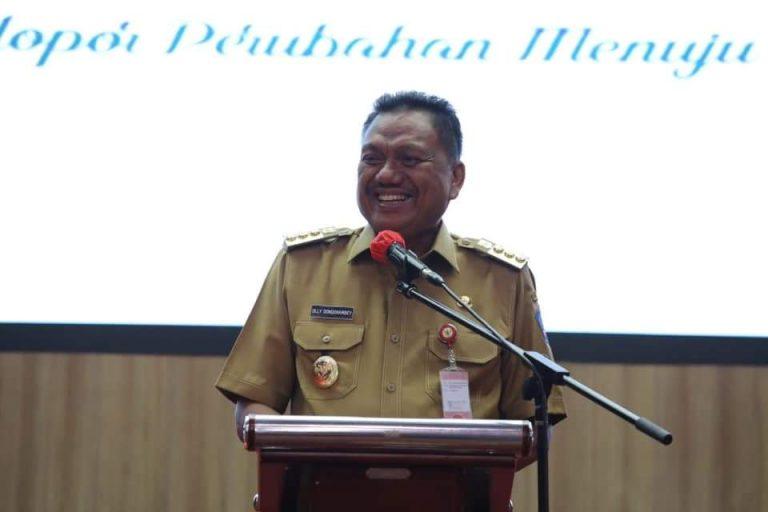 Gubernur Olly Dondokambey SE saat membawakan sambutan