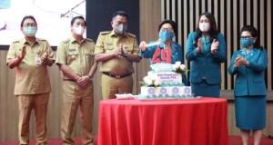 Gubernur, Wakil Gubernur, Sekretaris Daerah didampingi masing-masing istri saat merayakan Puncak HUT HKRG