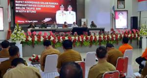 Caption: Wakil Walikota Bitung Hengky Honandar SE Pimpin Rapat Koordinasi Bersama Instansi, Terkait Antisipasi Siklon Tropis. (Foto: Herry Dumais).