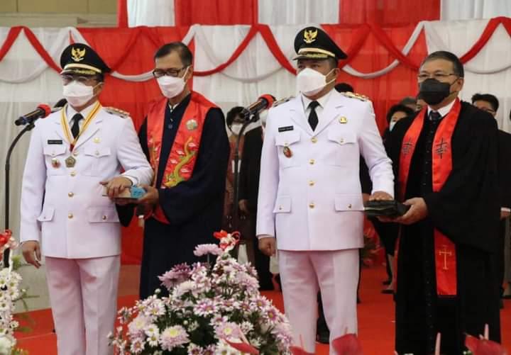 Andrei Angouw dan Richard HM Sualang resmi dilantik Gubernur Sulut sebagai Walikota dan Wakil Walikota Manado 2021-2024 bertempat di Ruang Mapalus Kantor Gubernur, Senin (10/05/2021).