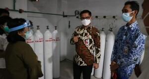 Bupati meninjau tempat memproduksi oksigen di RSUD.