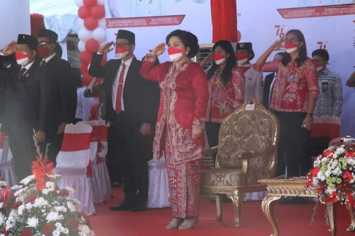 Ketua TP PKK Provinsi Sulut, Ir Rita Maya Dondokambey Tamuntuan ikut mendampingi Gubernur Olly di HUT ke-76 RI