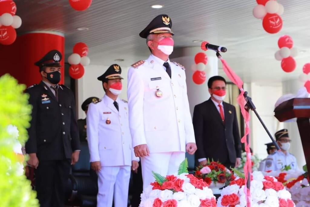 Bupati Franky Donny Wongkar SH saat bertindak sebagai Inspektur upacara, Selasa (17/08/2021)