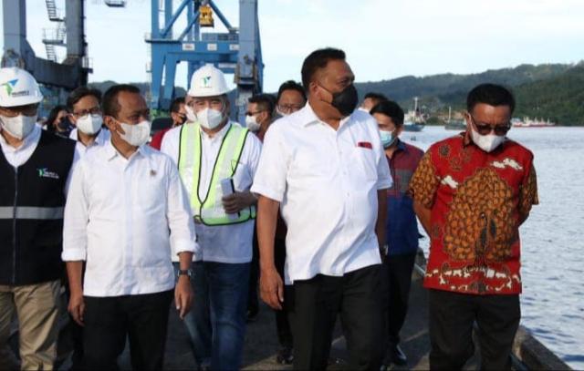 Gubernur Olly Dondokambey SE bersama Menteri Investasi Bahlil Lahadalia saat meninjau KEK Bitung, 12 Juni 2021.