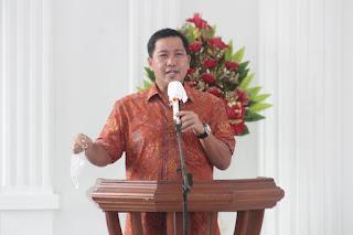 Wakil Gubernur, Drs Steven OE Kandouw saat menyampaikan pesan iman, Minggu (