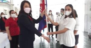 Ketua YJI Cabang Utama Sulut, dr Kartika Devi Kandouw Tanos MARS melantik pengurus YJI Cabang Bolmong, Kamis (29/09/2021)