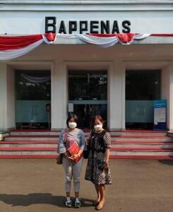 Direktur Sandra Rotty didampingi Kasubag Perencanaan Roosye Katuuk usai berkunjung ke kantor Bappenas RI