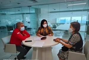Tampak Direktur Sandra berdiskusi dengan Ibu Asisten Deputi SDM, Pariwisata dan Ekonomi Kreatif Kemenko Maritim dan Investasi RI.