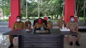 Pasangan JG-KWL didampingi Sekda dan para Asisten saat mengikuti Vidcon di Pendopo belum lama ini.