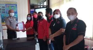 Pengurus DPC dan anggota fraksi saat memasukkan Laporan Polisi di SPKT Polres Minut pagi tadi.