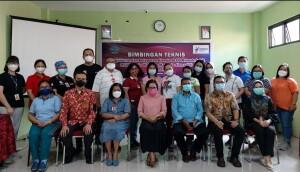 Direktur RSUD Maria Walanda Maramis serta jajaran dan Dokter foto bersama Narasumber dari BPKP usai kegiatan Bimtek.
