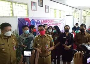 Kepala Dinas Pendidikan saat mendampingi Bupati Joune Ganda dan Wabup Kevin Lotulung serta Ketua DPRD di kegiatan Launching Vaksinasi belum lama ini.