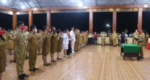 Pengambilan sumpah/janji jabatan oleh Bupati Joune Ganda. (Foto:hms)