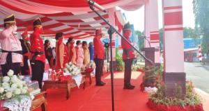 Walikota Maurits Mantiri didampingi Wakil Walikota Henky Honandar bertindak sebagai Inspektur upacara, Senin (11/10/2021)