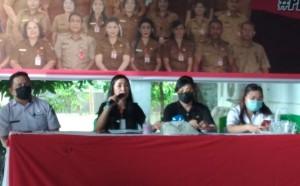 Kadis Pendidikan Olfy Kalengkongan, S.Pd M.MPd didampingi Sekretaris Dra. Pettra Enoch, M.Pd dan Kabid Dikdas serta Kabid PAUD.