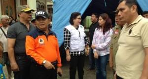 Pemerintah Provinsi yang dipimpin oleh Wakil Gubernur Turut menyerahkan bantuan makanan siap saji kepada warga di pengungsian.