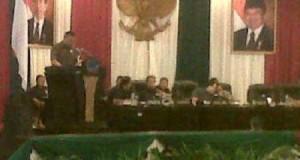 Legislator Manado, Amir Liputo mewakili para legislator dapil Manado melaporkan hasil reses, Jumat (9/1)