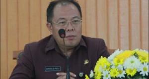DR. Drs. Arnold Poli, SH.,MAP., selaku inspektur upacara ketika menyampaikan sambutan Walikota Tomohon Jimmy F. Eman, SE.Ak. pada Upacara HUT ke-12 Kota Tomohon