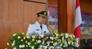 Walikota Tomohon Jimmy Eman SE Ak ketika memaparkan pembangunan pada Paripurna istimewa Gedung DPRD Tomohon