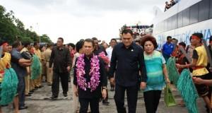 Gubernur dan rombongan disambut Bupati Kepulauan Sangihe, HR Makagansa