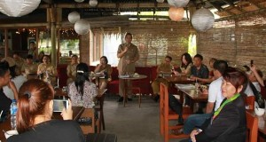 Wali Kota Tomohon bersama jajaran pejabat di lingkup Pemkot Tomohon, berdialog bersama insan pers biro Tomohon.