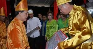 Gubernur menyerahkan data proyek untuk Kabupaten Kepulauan SITARO