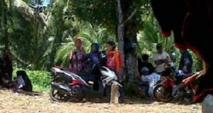 warga mendatangi lahan di desa Pangiang kecamatan Bunaken, yang hingga kini masih bermasalah